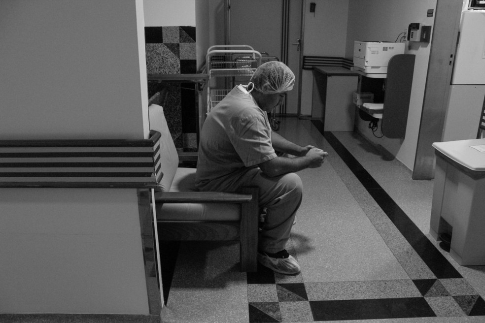 Baptista reza durante parto de Melissa  — Foto: Arquivo Pessoal