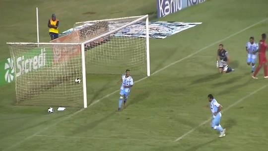 """Wesley vibra com três gols pelo Londrina e a vaga na semi: """"Não poderia ser melhor"""""""