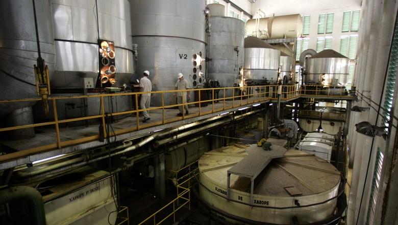 Usina para produção de açúcar em Sertãozinho (SP) (Foto: Paulo Whitaker/Reuters)