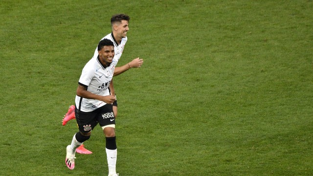 Éderson comemora gol do Corinthians contra o Mirassol
