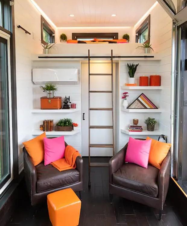 A decoração do trailer é feita por detalhes em pink e laranja (Foto: Cindy Ord/ Reprodução)