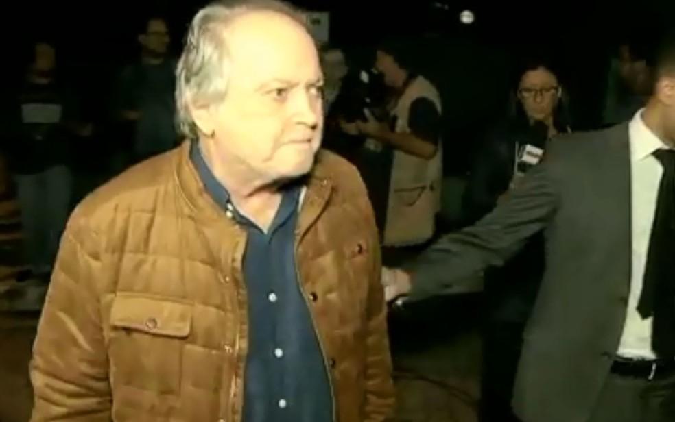 O ex-ministro e ex-deputado Wagner Rossi deixa a sede da PF em São Paulo (Foto: Reprodução/GloboNews)
