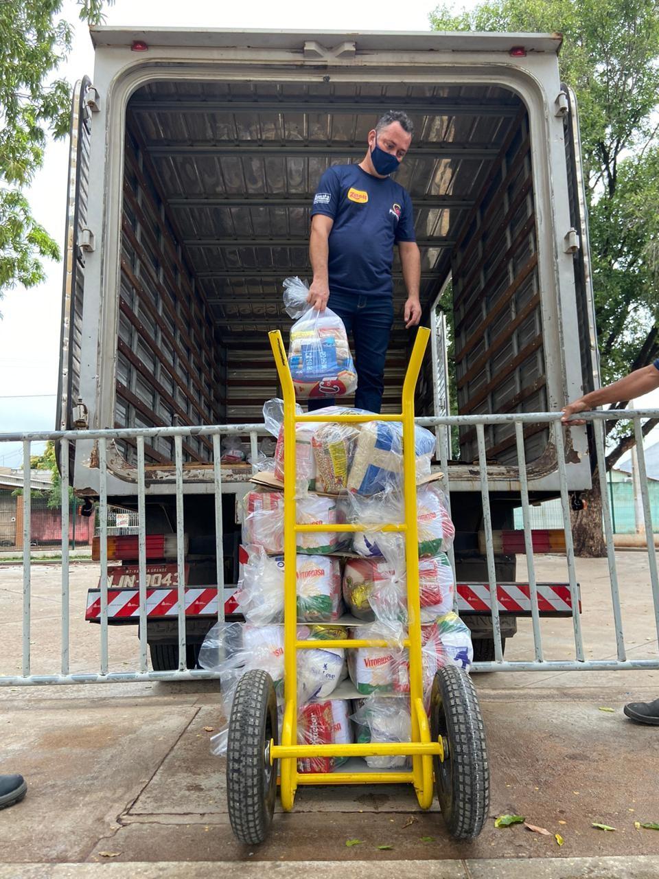 Campanha Um por todos e todos contra a Covid-19 arrecada mais de 53 mil cestas básicas