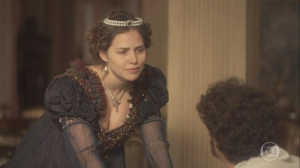 Leopoldina (Letícia Colin) passa um sermão em Dom Pedro (Caio Castro), em 'Novo Mundo' — Foto: TV Globo