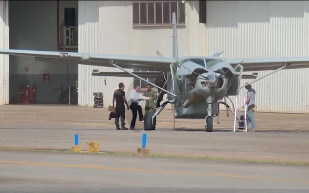 Geddel ao deixar Brasília com destino a Salvador nesta sexta-feira (20) — Foto: Reprodução/TV Globo