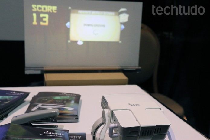 O projetor pode ser usado como dispositivo único (Foto: Isadora Díaz/TechTudo)