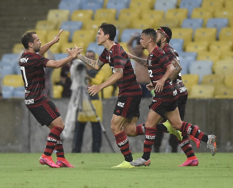 Jogadores do Flamengo comemoram gol sobre o Resende — Foto: André Durão