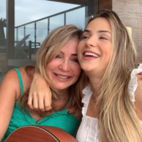 Gabi Martins e a mãe, Maíra Martins (Foto: Reprodução)