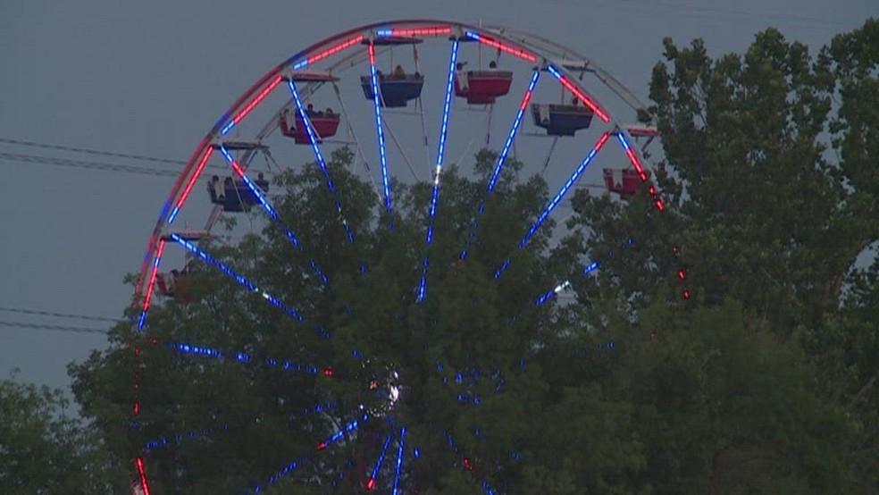 Roda gigante do parque 'Adventureland Resort', em Iowa, nos EUA. Registro feito em 4 de julho de 2021 — Foto: Reprodução/NBC