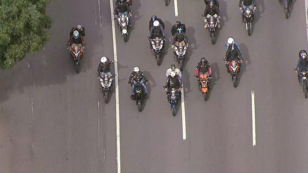 Motos em protesto a favor de Bolsonaro no Rio — Foto: Reprodução/TV Globo