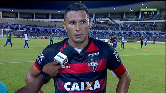 Pedro Bambu lamenta chance perdida e destaca luta do Atlético-GO na Série B