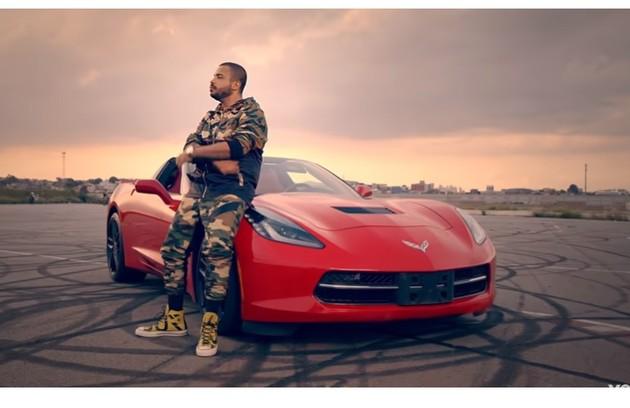 O Corvette de Projota já apareceu no seu clipe, 'Celta vermelho'. O veículo custa cerca de R$ 250 mil (Foto: Reprodução)