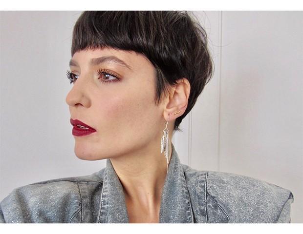 Combinar um olho esfumado com um batom vermelho é uma ideia - a própria Vanessa já adotou o look (Foto: Instagram / Vanessa Ronzan)