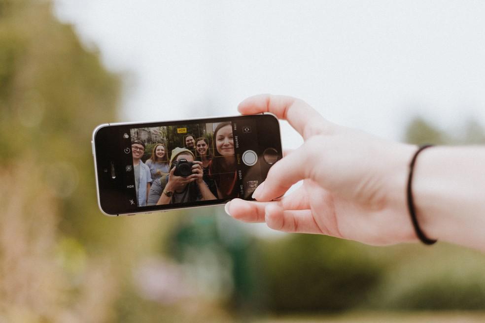 Redes sociais não têm grande impacto no bem-estar de adolescentes — Foto: Priscilla Du Preez/Unsplash