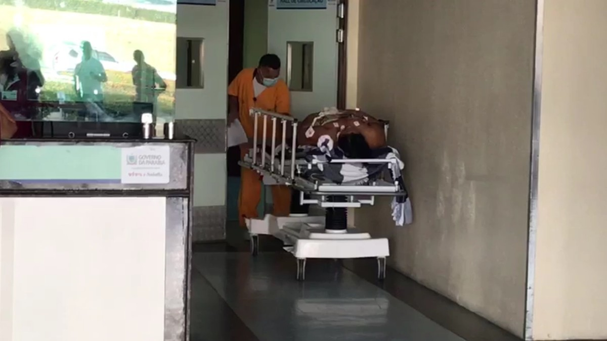 Mulher é baleada após assalto na porta de casa em João Pessoa