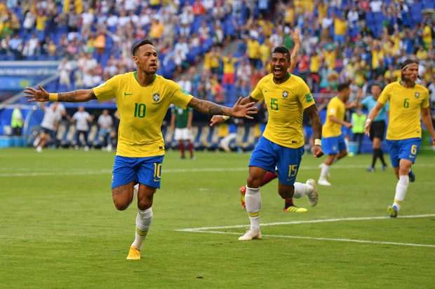 SAMARA, RUSSIA - JULY 02:  Neymar Jr of Brazil celebrates after scoring his team's first goal during the 2018 FIFA World Cup Russia Round of 16 match between Brazil and Mexico at Samara Arena on July 2, 2018 in Samara, Russia.  (Photo by Dan Mullan/Getty  (Foto: Getty Images)