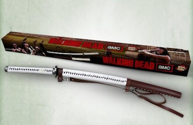 A espada de estilo japonês que Michonne usa para afugentar zumbis em 'The walking dead' vem até com certificado de autenticidade  (Foto: Reprodução)