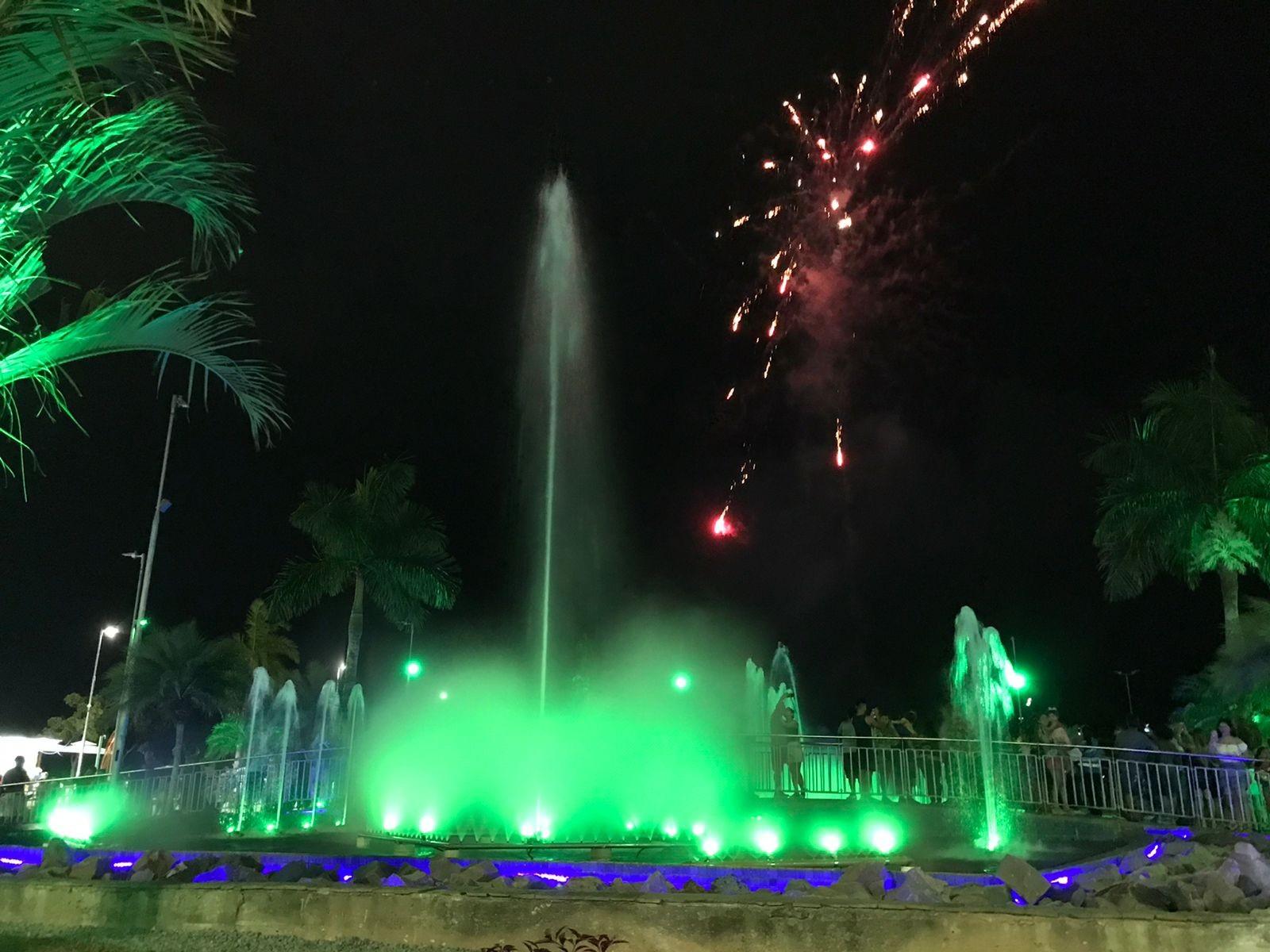 Manaus terá presépio em balsa, show de luzes em chafariz e ônibus decorados para as festas de fim de ano