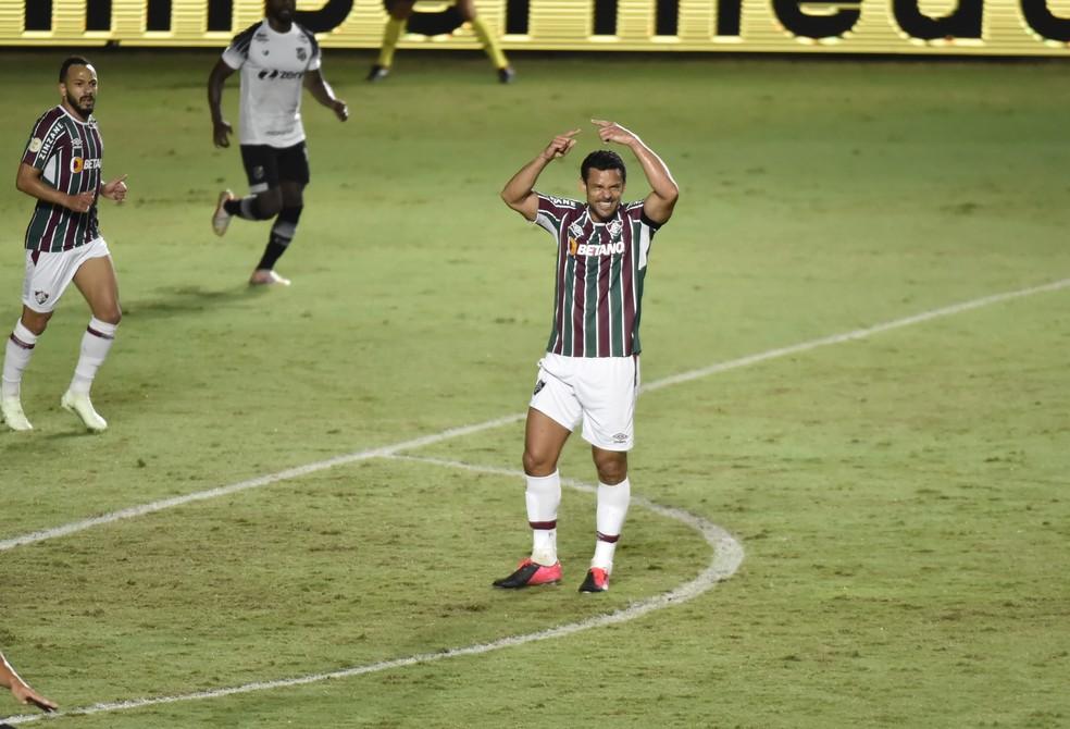 Fred sente a coxa e pede para sair em Fluminense x Ceará — Foto: André Durão