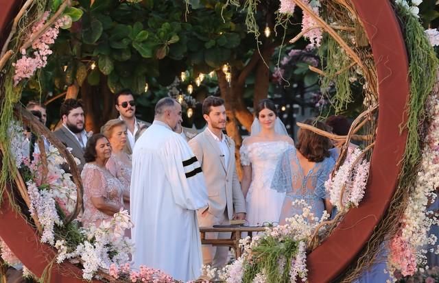 Camila Queiroz e Klebber Toledo se casam em Jericoacoara (Foto: Brazil News)