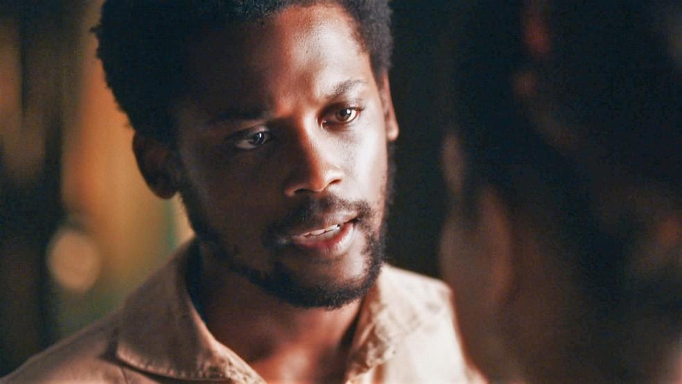 Guebo (Maicon Rodrigues) declara seu amor por Zayla (Heslaine Vieira) em 'Nos Tempos do Imperador' — Foto: Globo