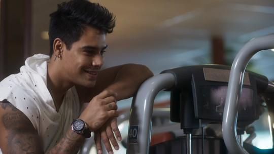 Micael estreia em 'O Tempo Não Para' e web 'passa mal'