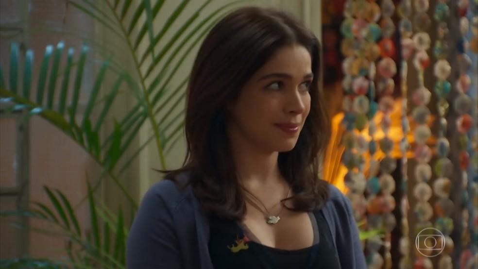 Shirlei (Sabrina Petraglia) mente para proteger Adônis (José Loreto) - 'Haja Coração' — Foto: Globo