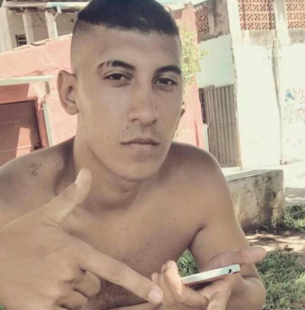 Lucas morreu enquanto usava um celular conectado à tomada em Taubaté (Foto: Arquivo pessoal)