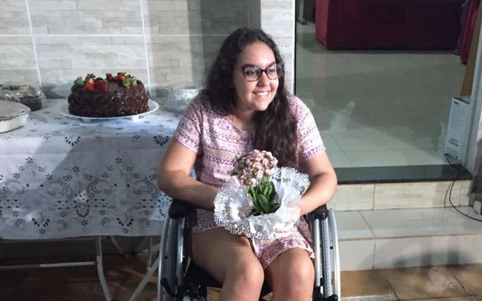 Isadora de Morais recebeu uma festa surpresa ao chegar em casa após receber alta médica (Foto: Lorena Pereira/Arquivo pessoal)