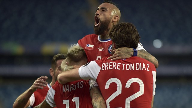Chile comemora gol sobre o Uruguai