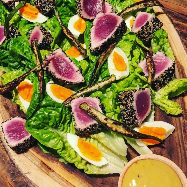 Niçoise nada mais é do que uma salada à moda de Nice, na França (Foto: Larissa Januário)