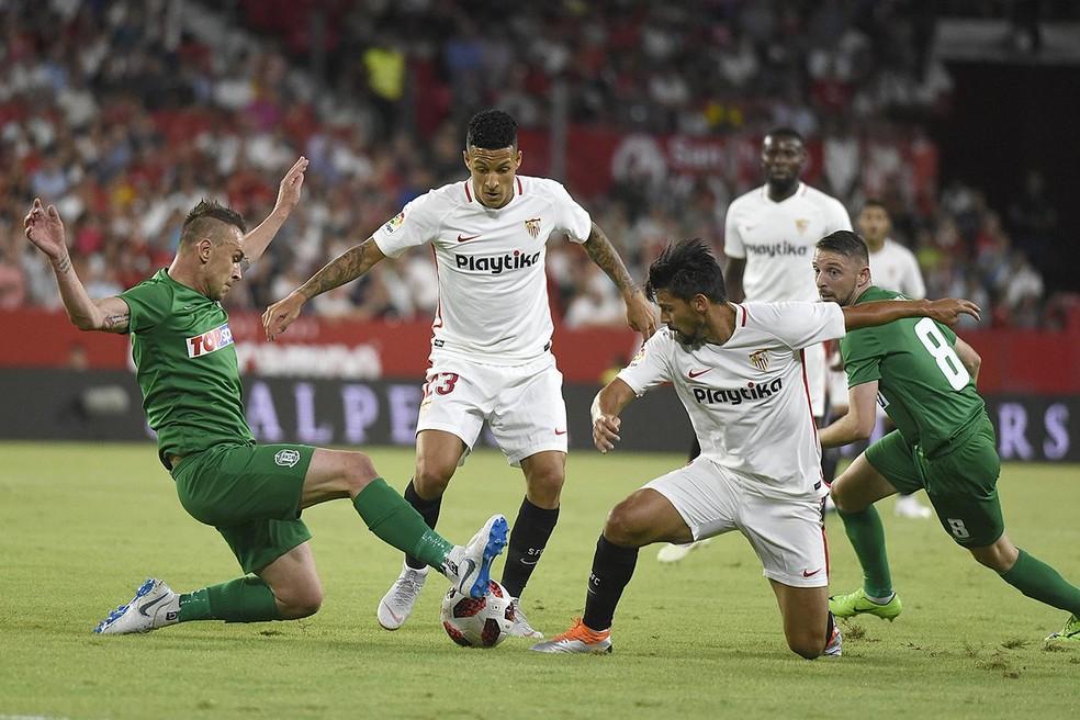 Guilherme Arana em ação pelo Sevilla, da Espanha — Foto: Twitter oficial do Sevilla