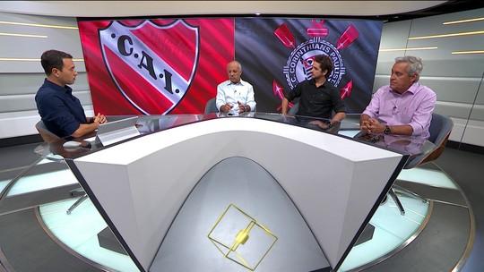 """Rizek elogia Corinthians fora de casa: """"Você não percebe a diferença""""; Junior discorda"""