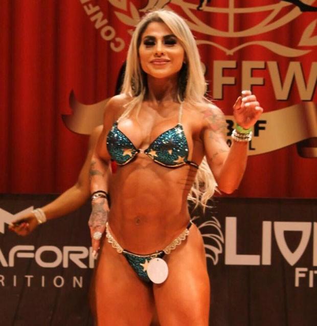 Vanessa Mesquita em competição de bodybuilder (Foto: Arquivo pessoal)