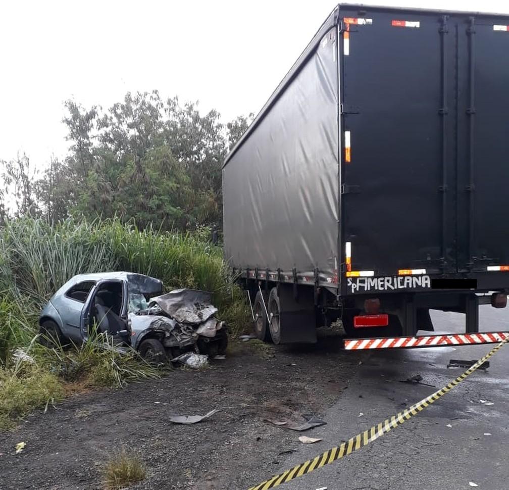 Mulher dirigia o carro que se envolveu na colisão frontal em Americana — Foto: Corpo de Bombeiros