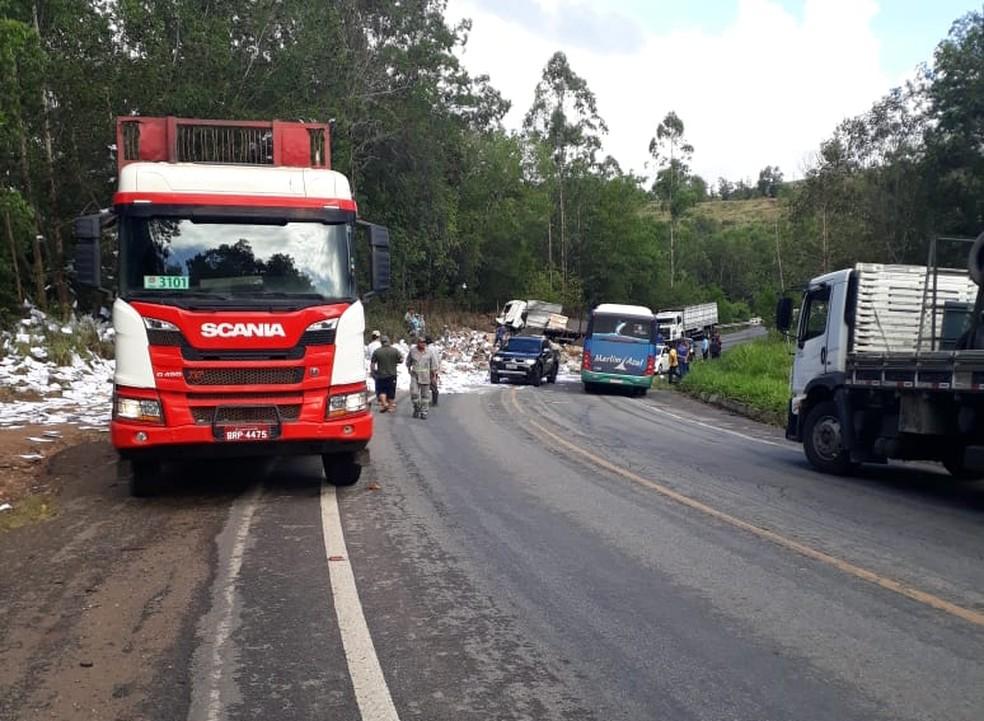 Acidente aconteceu na BR-101, no sul da Bahia — Foto: Júnior Alves/Arquivo pessoal