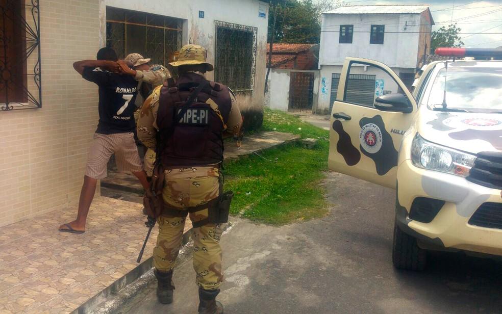 Polícia realizou abordagens a suspeitos nesta sexa-feira no município de Catu (Foto: Divulgação/SSP-BA)