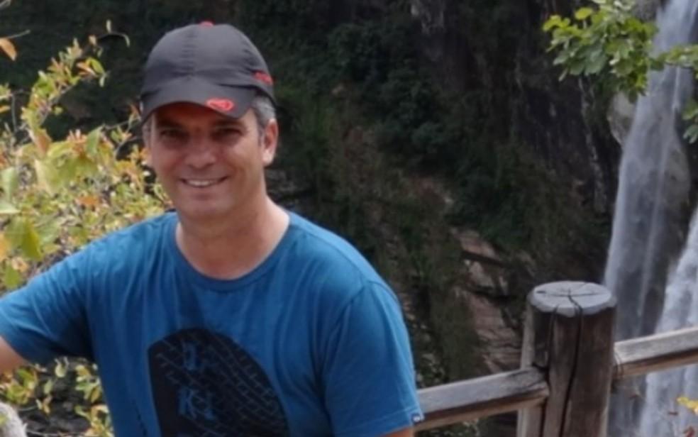 Bruno Pires de Oliveira, de 41 anos, era coordeador de escola e foi morto por aluno em Águas Lindas de Goiás — Foto: Sintego/Divulgação