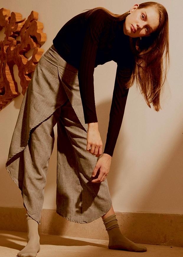 Blusa Min (R$ 159) e calça We (R$ 129).  (Foto: Divulgação)