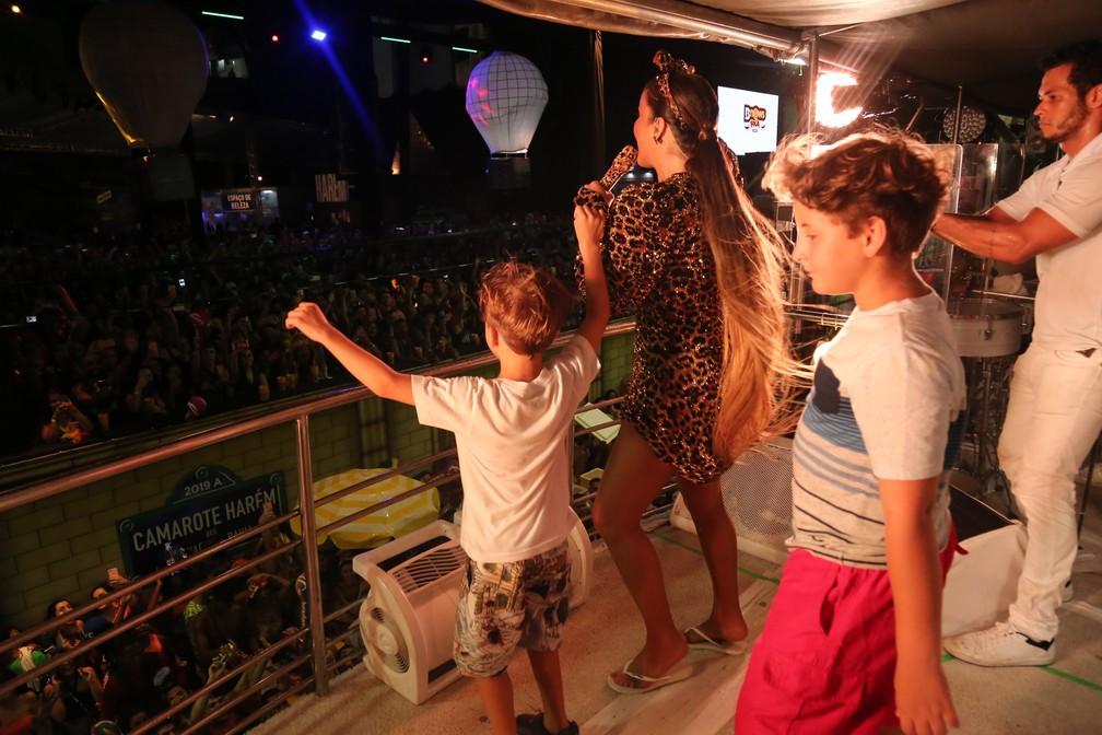 Claudia Leitte com os filhos em Salvador — Foto: Júnior Improta/Ag. Haack
