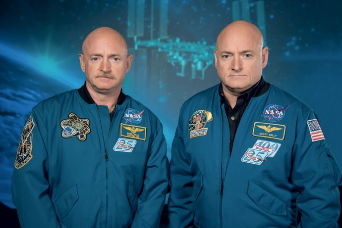 Gêmeos Kelly são cobaias da Nasa: Scott (à dir.) passou um ano no espaço; Mark (à esq.) ficou na Terra (Foto: Divulgação/NASA)
