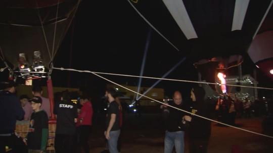 Festival Internacional de Balonismo acontece em praia de Guarujá