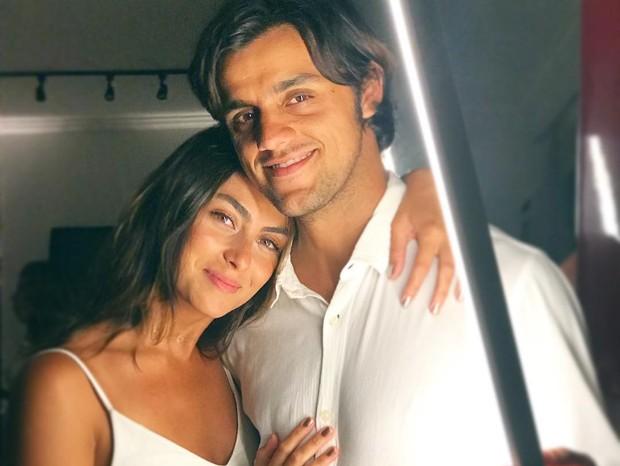 Mariana Uhlmann e Felipe Simas (Foto: Instagram/Reprodução)