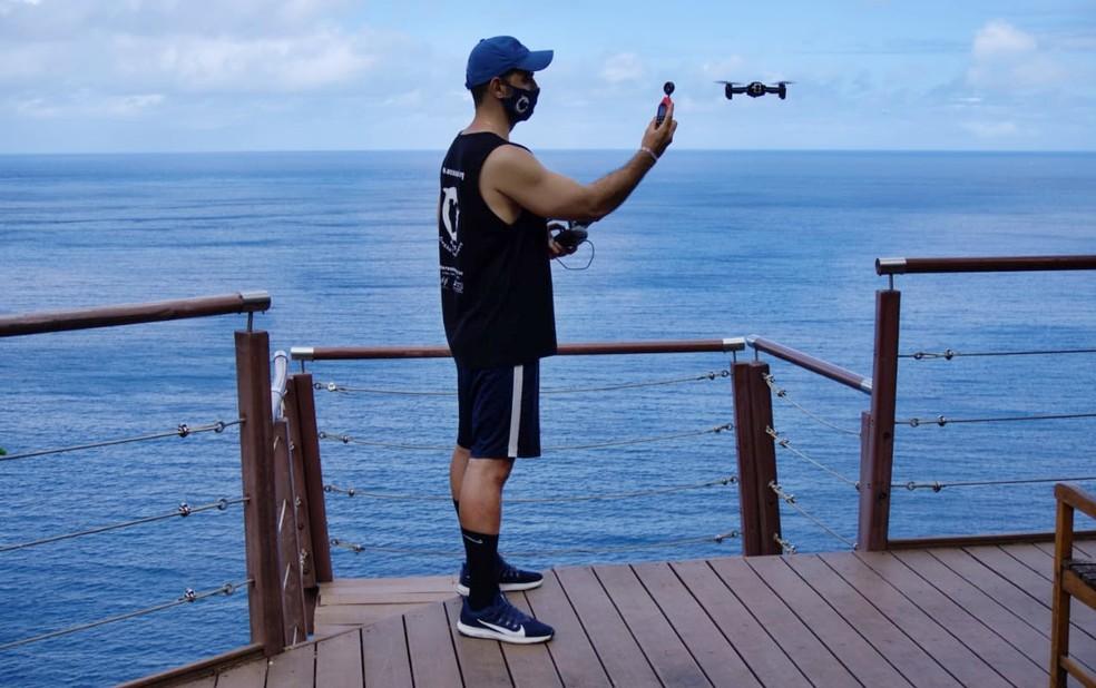 Pesquisador Raul Ribeiro também produz imagens com drone — Foto: Ocean Sound/Divulgação