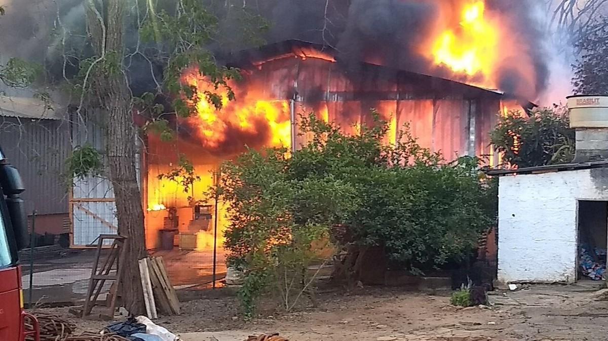 Incêndio atinge galpão em Lagoa Santa, na Grande BH