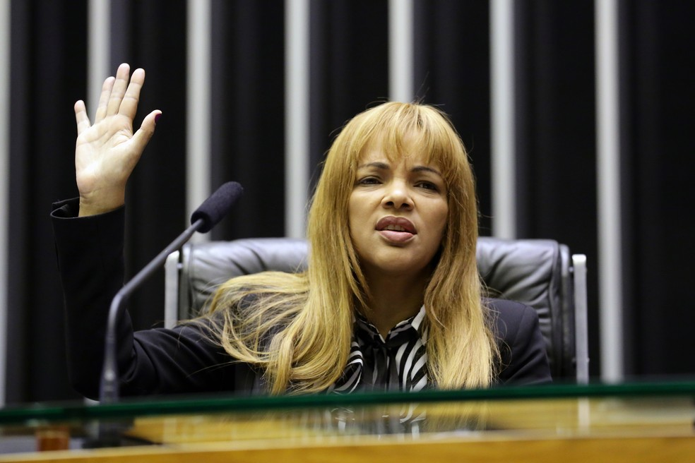 Flordelis dos Santos de Souza (PSD-RJ) durante sessão na Câmara dos Deputados. Foto de maio de 2019 — Foto: Michel Jesus/Câmara dos Deputados