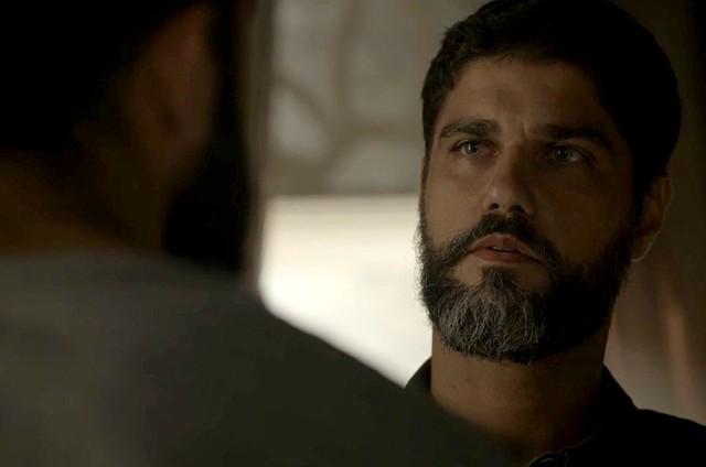 Bruno Cabrerizo é Hussein em 'Órfãos da terra' (Foto: Reprodução)