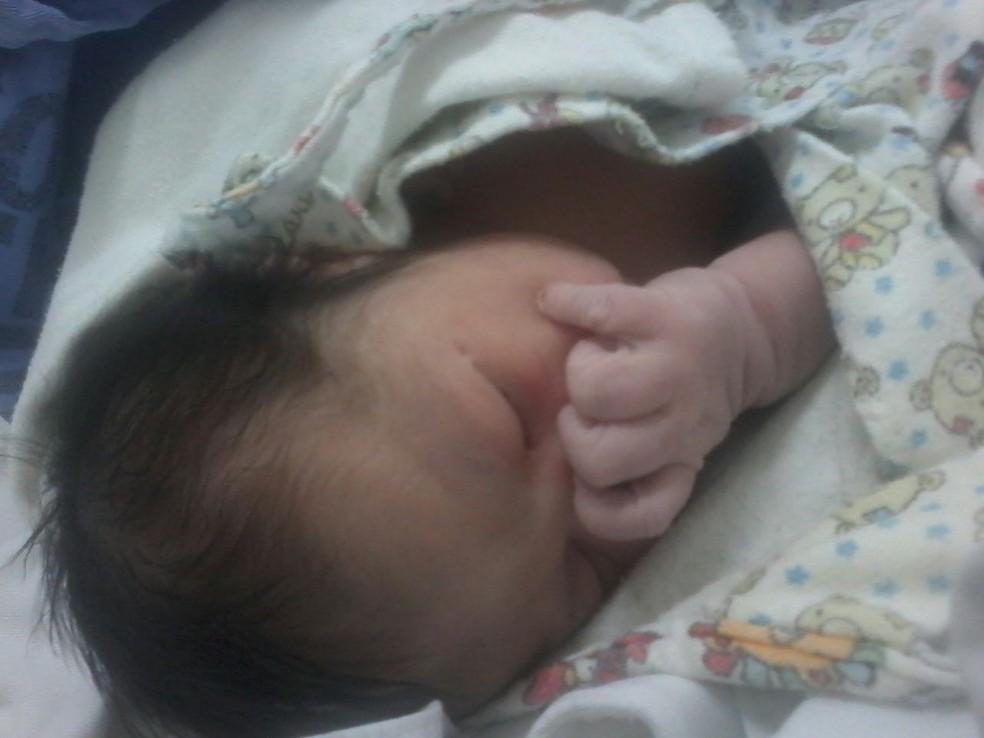 Evelyn caiu no chão ao nascer em um hospital público no DF (Foto: Arquivo Pessoal)