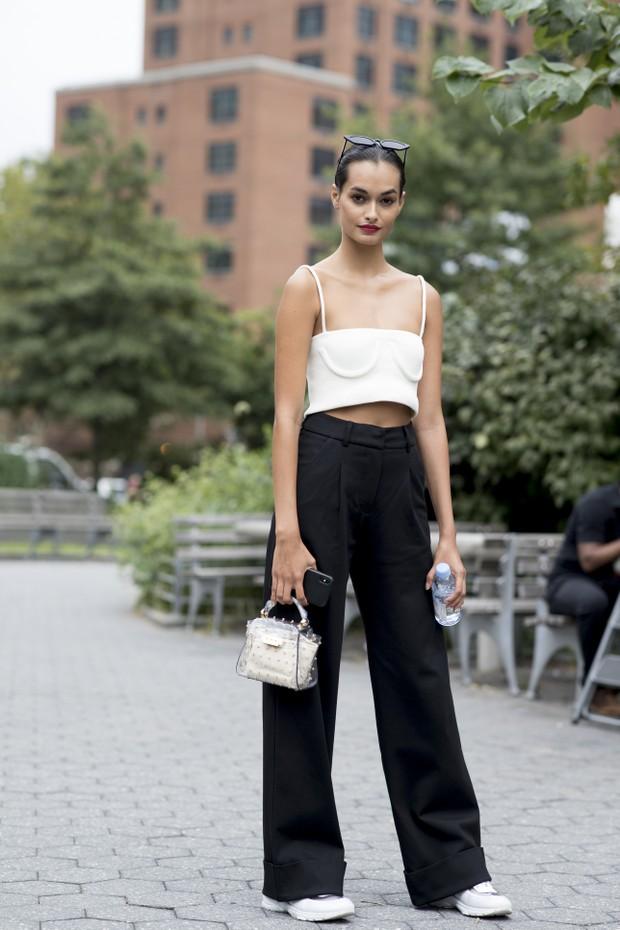 Bolsas pequenas são tendência em NY: saiba como usar no dia a dia (Foto: ImaxTree)