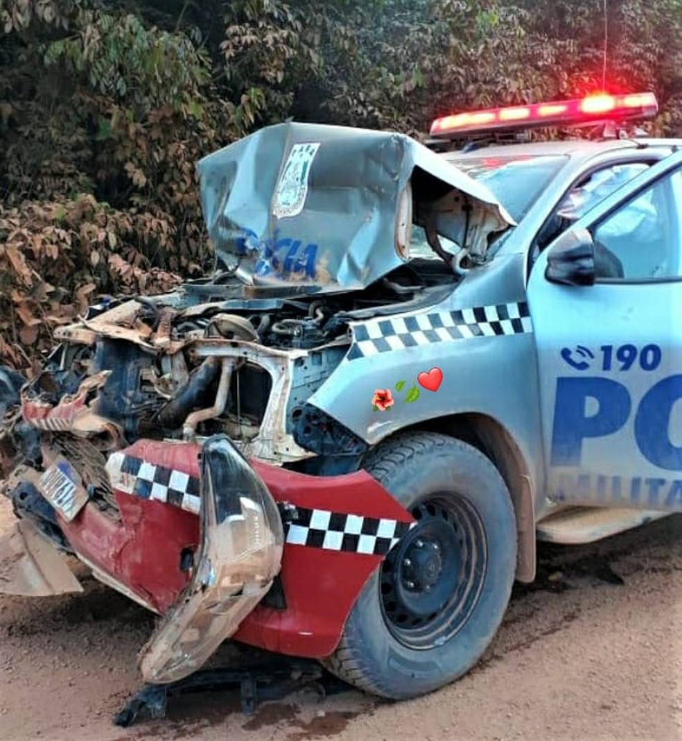 PM fica ferido após colisão de viatura com caminhão na BR-230, em sudoeste do Pará — Foto: Reprodução/TV Liberal